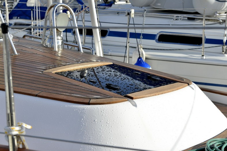MAlo 40 foredeck